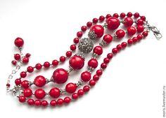 Серебряный браслет с красными кораллами. Браслет из серебра и натуральных красных кораллов. Коралловый красный браслет с серебром.