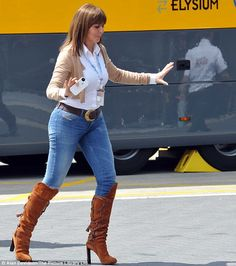 Always stylish Carol, wore very tight jeans with brown boots and a white shirt that showed off her curves. Denim Outfit, Shirt Outfit, Sexy Older Women, Sexy Women, Seductive Women, Animatrices Tv, Carol Vordeman, Celebrity Boots, Skin Tight