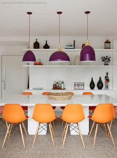 blog Achados de Decoração: sala de jantar branca com toques de cor