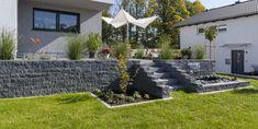 Precious Tips for Outdoor Gardens - Modern Modern Front Yard, Front Yard Fence, Front Yard Landscaping, Back Gardens, Outdoor Gardens, Landscape Design, Garden Design, Jardin Decor, Tiered Garden