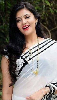 50 Indian Saree Designs That Love of Every Indian Women Beautiful Bollywood Actress, Most Beautiful Indian Actress, Beautiful Girl Indian, Beautiful Saree, Beautiful Actresses, Beautiful Women, Beauty Full Girl, Beauty Women, Beautiful Girl Photo