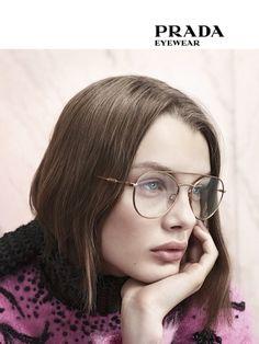 0PR 55UV de Luxottica Primavera Prada, Quadros Do Olho De Gato, Meninas Com  Óculos 83e1a3ee38