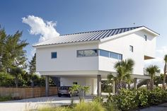 Traction Architecture designed the Seagrape House for a couple who wanted a weekend home on Anna Maria island in the Gulf of Mexico.