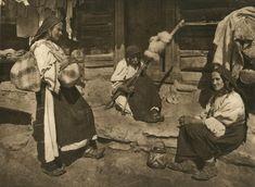 Cum arăta România fotografiată de Kurt Hielscher acum 85 de ani Old Photography, World History, Old World, Romania, Medieval, Artsy, Folk Costume, Spinning, Drawings