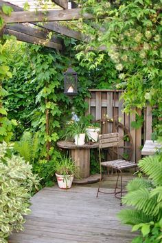 Shady Garden Dining Corner with Vines | Cottage Style Garden Ideas