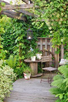 Shady Garden Dining Corner with Vines   Cottage Style Garden Ideas