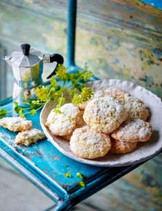lemon and almond cookies This Italian cookie recipe with lemon and almond is a deliciously soft gluten-free bake.This Italian cookie recipe with lemon and almond is a deliciously soft gluten-free bake. Italian Christmas Cookie Recipes, Italian Cookie Recipes, Italian Desserts, Lemon Recipes, Sweet Recipes, Italian Butter Cookies, Almond Meal Cookies, Shortbread Cookies, Sainsburys Recipes