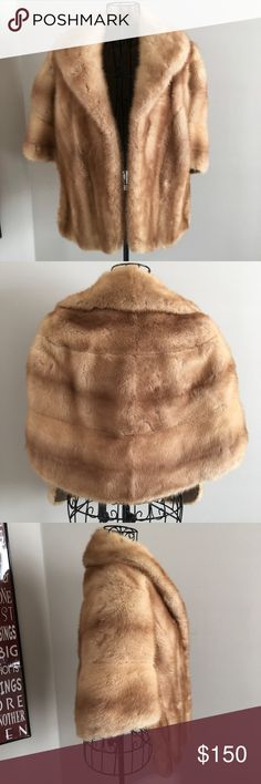 VTG 1940s Mink Stole Wrap Honey Gold Fur Coat M Rich honey-gold mink Circa 1940's Fully lined Longer panel in front 2 front pockets Wide collar Embroidered name on lining Vintage. Beautiful! A few areas w/ tiny irregularities in grain of fur (see photos). A few small tears in lining along seam Medium (size is missing-this is based open my own comparative measurements). Measurements (lying flat and closed):  Length in front: 21 inches Length in back: 18 inches  20 inches across the chest 53…