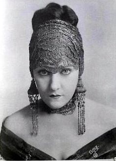 Gloria Swanson - extremely long dangle earrings and what I assume is a lace scarf wrapped around her hair.