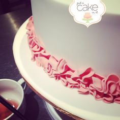 Pretty peach ruffles #ruffles #ombre #putacakeinit #cake
