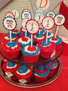 Cupcakes at a Dr. Seuss Party #drseuss #partycupcakes