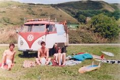 - Vintage Kombi VW Bus 1970s New Zealand Surf ☮ re-pinned by http://facebook.com/southfloridah2o
