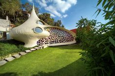 October Nautilus house located near Mexico City is a unique shell shaped house designed by Mexican architect Javier Senosiain of Arquitectura Organica. The house design is very… Organic Architecture, Amazing Architecture, Architecture Design, Concept Architecture, Unusual Buildings, Beautiful Buildings, Earthship, Architecture Organique, Shell House