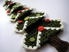 Crochet Granny Square Christmas Tree - Tutorial. FROM: Sew Simple Things at SewRitzyTitzy