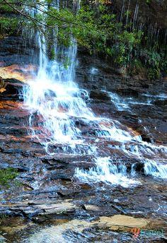 Lovely waterfalls in the Blue Mountains near Sydney - Bucket List for Australia
