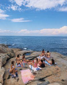 Beach Aesthetic, Summer Aesthetic, Flower Aesthetic, Travel Aesthetic, Summer Feeling, Summer Vibes, Poses Photo, Cute Friend Pictures, Summer Goals