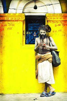 Sadhu, Hindu holy man Photo by Alex Linghorn In This World, We Are The World, People Around The World, Yoga Studio Design, Varanasi, Robert Doisneau, Beatles, Mother India, Estilo Hippy