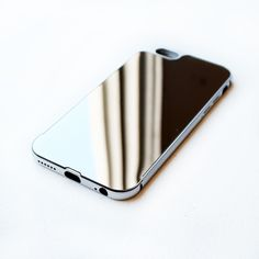 MIRRORED IPHONE CASE (SILVER)
