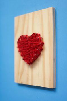Aprenda a fazer um quadro tear para a decoração. DIY