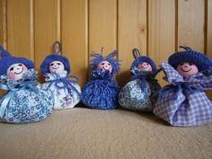 Jana Melas Pullmannová: Levanduľová bábika Lavender, Christmas Ornaments, Holiday Decor, Youtube, Home Decor, Tela, Scissors, Xmas Ornaments, Homemade Home Decor