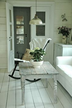 Love the table shade. Could recreate with Annie Sloans French Linen and white wash over it.