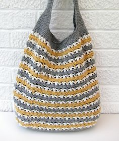 Crochet bag by Very Berry Handmade. Free pattern... need more contemporary color combo, or solid color.