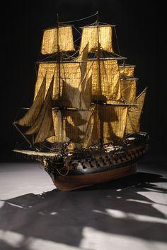 """Maquette du navire """"Le Conquérant"""", vers 1770. Photo L. Gauthier, mairie de Bordeaux. musée d'Aquitaine"""