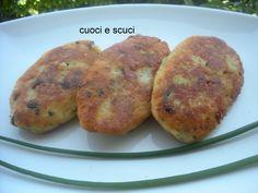 Queste polpette di patate sono una ricetta di famiglia che si tramanda da Madre in figlia. Mia mamma ci metteva diversi ripieni...venite a leggere la ricetta