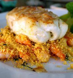 Delicioso e suculento cherne ao molho de gengibre acompanhado de cuscuz nordestino de camarões do restaurante Egeo, em Búzios