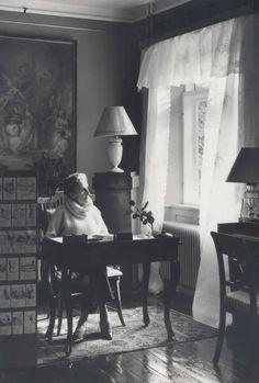 Danish author Karen Blixen (1885-1962) at her desk in Rungstedlund | Lindequist