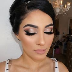 Make-up for brides, make-up for party of 15 years. - Braut Makeup - Make Up Dramatic Bridal Makeup, Bridal Hair And Makeup, Wedding Hair And Makeup, Hair Makeup, Bridal Beauty, Winter Wedding Makeup, Wedding Lipstick, Makeup For Brides, Bridal Smokey Eye Makeup