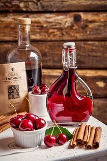 Vánoční griotka My Favorite Food, Favorite Recipes, Pies Art, Liqueur, Food Humor, Hot Sauce Bottles, Sweet Recipes, Champagne, Smoothies