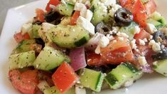 Chunky Greek Salad Recipe--easy lunch (optional add chickpeas or avocado) cumcumbers tomatoes onions and Italian Salad Dressing ( one pack of salad dressing mix made with olive oil vinegar and water). Greek Salad Recipes, Easy Salad Recipes, Vegetarian Recipes, Cooking Recipes, Healthy Recipes, Healthy Snacks, Healthy Eating, I Love Food, Easy Meals