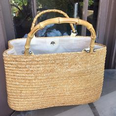 Wheat straw handbag Very nice straw bag. Clean and in very good condition. Bags Totes