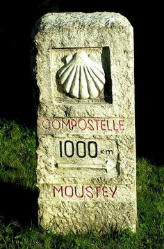 Borne à Moustey, sur la route de Saint-Jacques-de- Compostelle // Michel - Licence CC BY-NC-ND // señal del, de compostella, de compostela, santiago de, del camino, camino de, de santiago