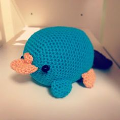 Perry the Platypus (Ornitorinco) - Free Amigurumi Pattern here: http://origamiandpanda.blogspot.it/2012/12/perry-platypus-ornitorinco-pattern.html