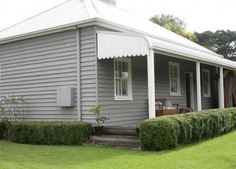 grey exterior house colors Love the weatherboard exterior Weatherboard Exterior, Grey Exterior, Exterior Cladding, Modern Farmhouse Exterior, House Paint Exterior, Bungalow Exterior, Farmhouse Renovation, Cottage Exterior Colors, Exterior Color Schemes