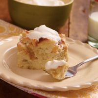 A Classic Bread Pudding recipe (or pumpkin bread pudding recipe) Thanksgiving Desserts, Fall Desserts, Just Desserts, Delicious Desserts, Dessert Recipes, Yummy Food, Healthy Food, Slow Cooker Bread Pudding, Fall Dishes