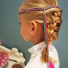 Ibiza haarbandjes maken tijdens een kinderfeestje bij Pink Cherry