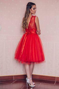 Cocktail dress by Kathia Dobo Red tulle skirt with lace Red Tulle Skirt, Cocktails, Barbie, Minden, Cocktail Dresses, My Style, Wedding Dresses, Lace, Skirts