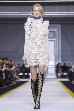 Giambattista Valli Ready To Wear Fall Winter 2015 Paris - NOWFASHION