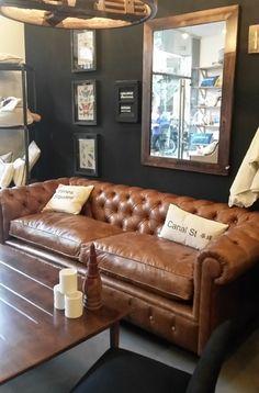Sillon Chester - Comprar en Estudio V Small Space Interior Design, Home Design, Leather Furniture, Sofa Furniture, Leather Sofas, Man Cave Sofa, Living Room Sofa, Living Room Decor, Bachelor Decor