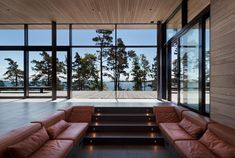 Villa Lulla by Joarc Architects is a real treasure in the world of architecture. With its sculptural lines and design, Villa Lulla is a tribute to Terrace Building, Larch Tree, Minimal House Design, Modern Mountain Home, Villa, House Blueprints, Cabins In The Woods, Interior Design Studio, Maine House