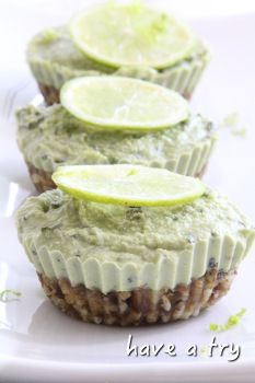 Limetten-Minz-Cheesecake mit Matcha (roh, vegan, glutenfrei, sojafrei) #ichbacksmir