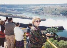 1994. Ese día podemos apreciar como uno de los tres aliviaderos estaba desaguando. La represa de Itaypú no tiene como finalidad la regulación de agua para riego, sino como laminación de avenidas y generación eléctrica.