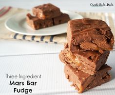 I decided to adapt my easy Chocolate Malteser Fudge recipe and turn it into three ingredient Mars Bar Fudge. Fudge Recipes, Candy Recipes, Cheesecake Recipes, Chocolate Recipes, Sweet Recipes, Baking Recipes, Dessert Recipes, Baking Ideas, Dessert Ideas