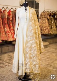 Off white anarkali w/ lace dupatta pakistani suits, punjabi salwar suits, pakistani dresses Indian Gowns, Indian Attire, Indian Ethnic Wear, Pakistani Dresses, Indian Suits Punjabi, Ladies Suits Indian, Pakistani Suits, Kurta Designs, Blouse Designs