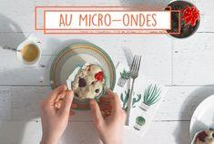 Essayez notre recette de muffins déjeuner au micro-ondes; un muffin express aux petits fruits, avec vanille et zeste de citron. Omelettes, Micro Onde, Brunch, Keto, Breakfast, Desserts, Recipes, Chocolate Fondue, Sugar