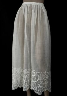 Skirt: early century, sheer cotton muslin (mull) with Dresden Embroidery (Point de Saxe). New Fashion, Vintage Fashion, Womens Fashion, Vintage Outfits, Antique Clothing, Vintage Textiles, American Apparel, Cotton Muslin, Lace Skirt