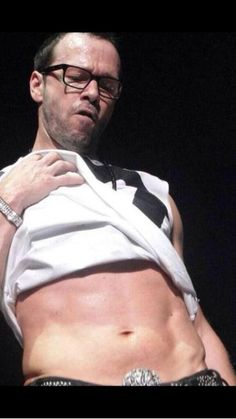 I LOVE that he loves his abs... JESUS!  <3 New Kids On The Block <3